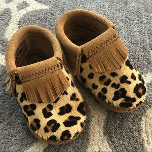 Minnetonka Leather Leopard Print Baby Moccasins